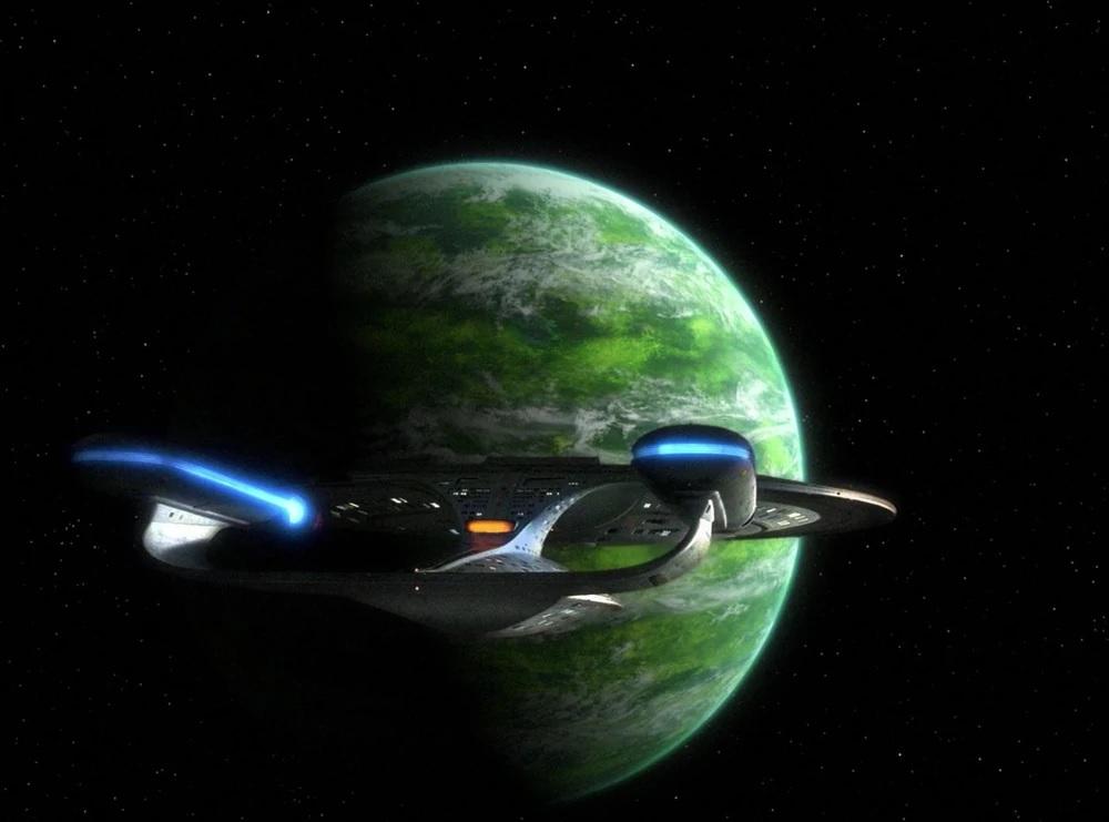 Die USS Enterprise nähert sich dem Orbit von Minos im Jahr 2364.